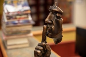 Come sviluppare il silenzio nelle relazioni e nel lavoro (anche se parli troppo).