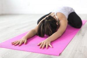 Smart working e fitness a casa: gli esercizi fondamentali per proteggere la tua salute.